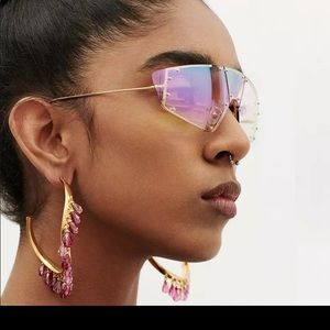 ✨Just In✨Iridescent Pink Sleek Wrap Sunglasses